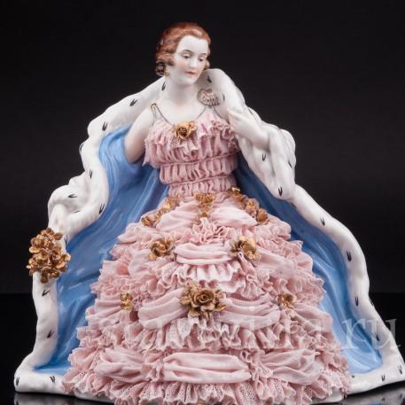 Статуэтка из фарфора Дама в горностаевом манто, кружевная, Muller & Co, Германия, нач. 20 в.