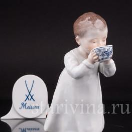 Фигурка из фарфора Мальчик, пьющий из чашки, Meissen, Германия, нач. 20 в.